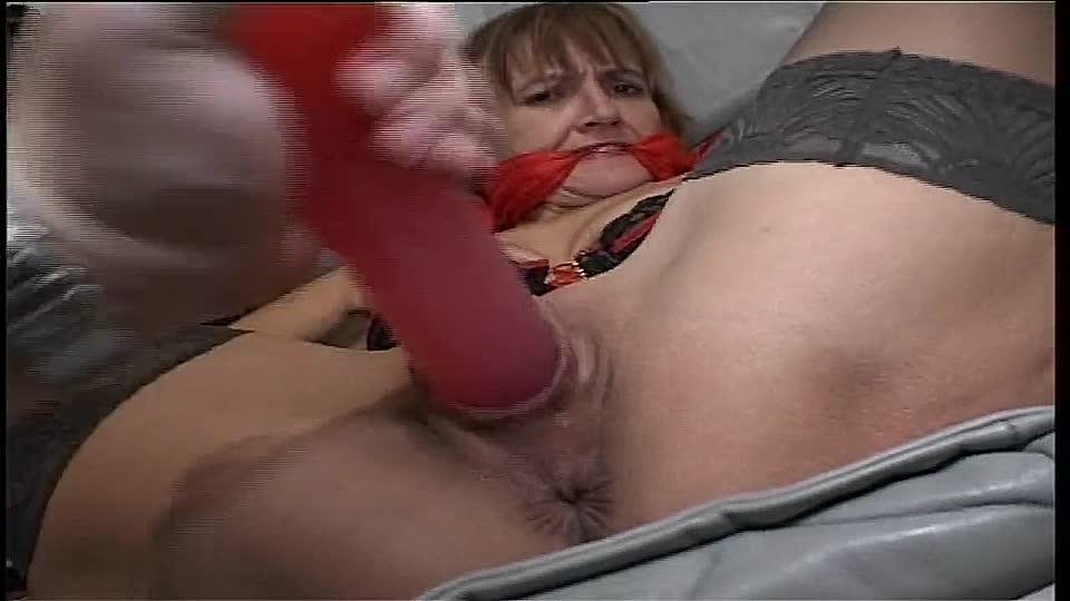 Wird und sie gefickt gefesselt Gefesselt wird