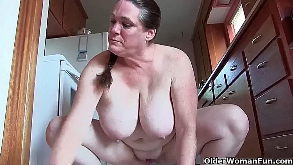 Omas nackt beim putzen